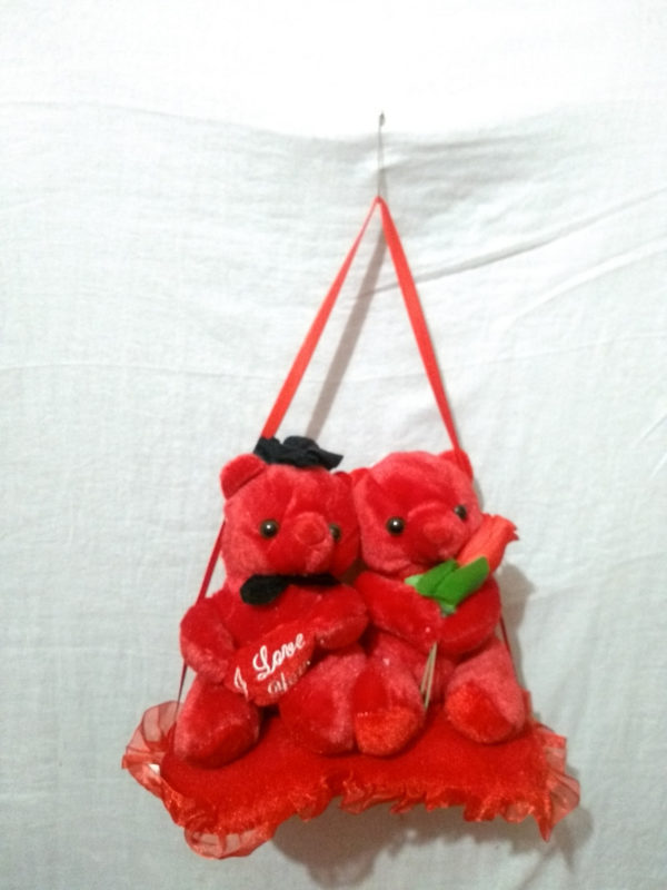 hanging-stage-teddy-pair